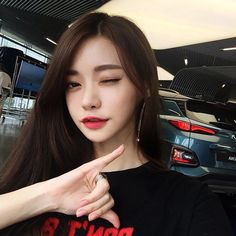 "941 Synes godt om, 8 kommentarer – 김문희 (@munitogo) på Instagram: ""현대모터스튜디오에서 귀여운 #코나 발견😍 . . . #kona#현대자동차#suv#shaka"" Pretty Korean Girls, Cute Korean Girl, Pretty Asian, Girl Korea, Asia Girl, Korean Beauty, Asian Beauty, Ulzzang Girl Fashion, Natural Eyebrow Tutorial"