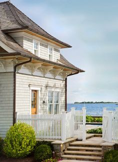 Small home, white picket fence, beach in the backyard...THis will be mine one day! :)
