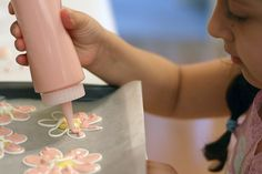 How to make a floral decoration for cakes, cupcakes, cookies, whatever