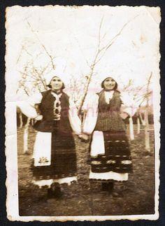 Photo of girls Matsa Dimitrova and Gichka Yankova. Obnova, Pleven. March 3, 1938