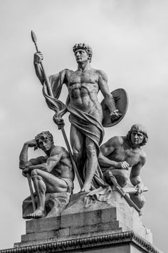 The warrior by Andrea Spallanzani – Photo 67061545 – O guerreiro por Andrea Spallanzani – Foto 67061545 – Ancient Greek Sculpture, Greek Statues, Ancient Art, Arte Sci Fi, Roman Sculpture, Photo Sculpture, Bronze Sculpture, Renaissance Kunst, Greek Art