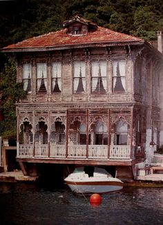 House on the Bosphorus in Istanbul, Turkey. – 2020 World Travel Populler Travel Country Places Around The World, The Places Youll Go, Places To See, Around The Worlds, Turkish Architecture, Architecture Design, Wonderful Places, Beautiful Places, Old Houses