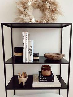 Black Bookshelf, Bookshelf Styling, Bookshelf Diy, Decor Room, Living Room Decor, Living Room Storage, Room Decorations, Kitchen Storage, Art Decor