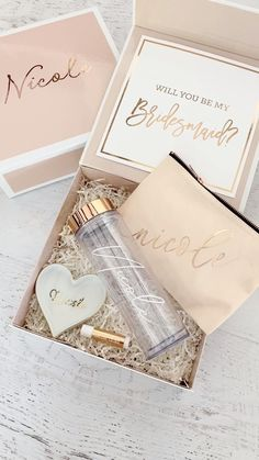 """Pink bridesmaid gift boxes with rose gold lettering """"will you be my bridesmaid"""" make a cute packaging idea for your unique gifts for each babe! Cute Wedding Ideas, Gifts For Wedding Party, Bridal Gifts, Diy Wedding, Party Gifts, Bride Box Ideas, Dream Wedding, Asking Bridesmaids, Bridesmaid Gift Boxes"""
