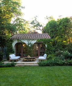 """outdoor patio """"Home Again"""" movie Spanish Bungalow, Spanish Style Homes, Spanish Revival, Spanish House, Spanish Colonial, Home Again, L'architecture Espagnole, Style Hacienda, Guest House Plans"""