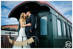 LOve old trains..couple kissing..Fotoskribe-Kristen-Chalmers-Photography_2