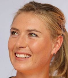 Maria Sharapova Photos - Maria Sharapova of Russia smiles at the Tennis Livesite at Crown Entertainment Complex on January 2014 in Melbourne, Australia. - Athletes Visit the Tennis Livesite in Melbourne Maria Sharapova Hot, Sharapova Tennis, Maria Sarapova, Tennis Players Female, Tennis Fashion, Portraits, Beauty Full Girl, Manny Pacquiao, Eva Marie