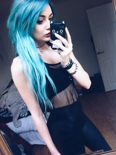 jadechxntelle:  my hair is all one colour i promise