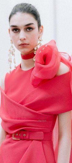 Coral Fashion, Kinds Of Fruits, Soft Corals, Strawberry, Beautiful Women, Ice, Woman, Classic, Pretty