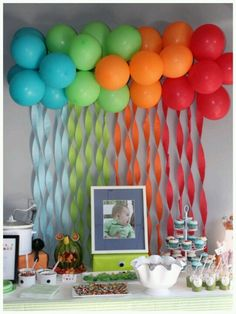 Backdrop balloons for a picture table in the wedding color