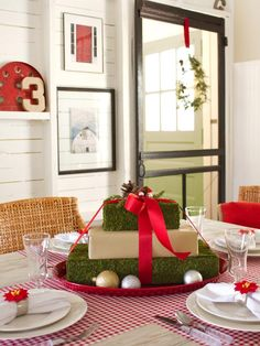 Holiday Craft Ideas from HGTV: Mossy gift centerpiece >> http://www.hgtv.com/design/make-and-celebrate/handmade/our-65-favorite-handmade-holiday-decorating-ideas-pictures?soc=pinterest