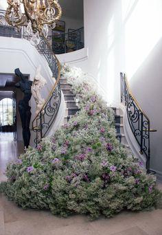Wedding Staircase, Fragrant Roses, Vase, Staircase Design, Clematis, Rose Buds, Blue Flowers, Flower Art, Wedding Details