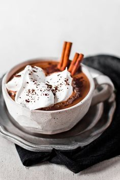 Who could say no to this Cinnamon Hot Chocolate? Make a delicious hot chocolate in your Mr. Coffee® Café Latte and ice cream Sumo Natural, Yummy Drinks, Yummy Food, Think Food, Hot Chocolate Recipes, Snacks, Smoothies, Delish, Sweet Tooth