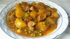 La carne estofada es un guiso muy sencillo y, además, muy económico. Se trata de guisar la carne durante un largo tiempo en un caldo aderezado con verduras y que se vuelva muy melosa. Es fácil de preparar, pero las prisas no impiden disfrutarla con frecuencia. Esta vez, te...