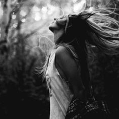 Beautiful love black and white photography couples! Poses, Urbane Fotografie, Portrait Photography, Fashion Photography, Rainy Day Photography, Blonde Photography, Feminine Photography, Bohemian Photography, Rain Photography
