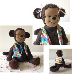 Knuffelaap gemaakt van badstof. In zijn buik een rammelschijfje en in zijn oren knisperfolie. Oren, Teddy Bear, Toys, Animals, Atelier, Activity Toys, Animales, Animaux, Clearance Toys