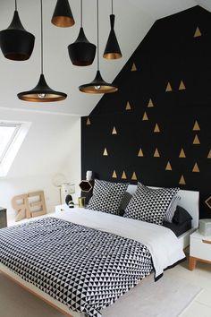 Agreable Interieur Maison Moderne, Carrelage De Sol En Blanc Et Déco Murale En Noir,  Chambre