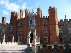 Hampton Court Palace ( King Henry VIII )