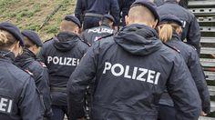 Wie sicher ist Österreich: Was die Menschen fühlen und die Statistik sagt - kurier.at Rain Jacket, Windbreaker, Jackets, Statistics, Politics, People, Down Jackets, Anorak Jacket, Jacket