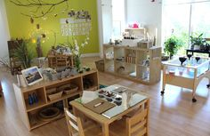 Comparison of Reggio Emilia, Waldorf (Steiner) and Montessori Preschool Classrooms Reggio Emilia Preschool, Reggio Emilia Classroom, Reggio Inspired Classrooms, Reggio Classroom, Toddler Classroom, Classroom Design, Kindergarten Classroom, Montessori Classroom Layout, Waldorf Preschool