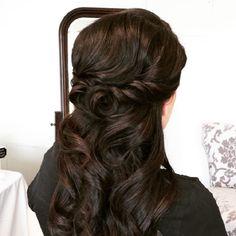 Half up half down wedding hairstyle | partial bridal hairstyles #weddinghair #bridalhair #hairstyles #halfuphalfdown