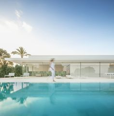 Image 23 of 39 from gallery of Hofmann House / Fran Silvestre Arquitectos. Photograph by Fernando Guerra Religious Architecture, Architecture Details, Modern Architecture, Life Estate, Piscina Interior, Exterior, Stunning View, Residential Architecture, Modern House Design