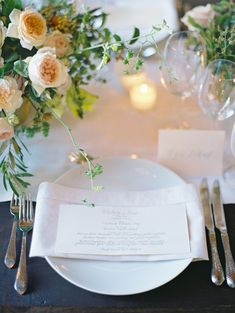 love the horizontal napkin fold  Photography: Jose Villa