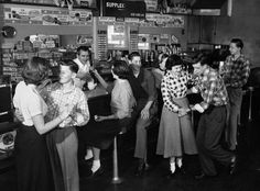 Vintage Images of people in the and enjoying drinks at a malt shop/ Soda Shop. Plus brief history of the Malt Shop. Vintage Photographs, Vintage Photos, 1950s Teenagers, Life In The 1950s, Pin Up, Shall We Dance, Soda Fountain, Poses, Jack Black