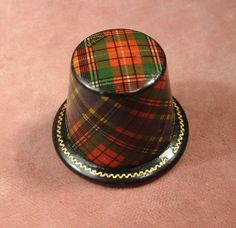 ANTIQUE TARTAN WARE / MAUCHLINE McBeth SEWING THIMBLE HOLDER case excellent
