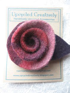 This tutorial started out life as the 'crayon roll' variety but had to change to a 'felt rose' type instead. The reason? My sewing machine was poorly and now has stopped working :( . So, while sitting