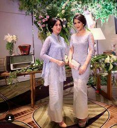 Weddingss Gray Things gray color with no undertones Kebaya Lace, Kebaya Hijab, Kebaya Brokat, Batik Kebaya, Kebaya Dress, Kebaya Muslim, Muslim Dress, Batik Dress, Model Kebaya Modern