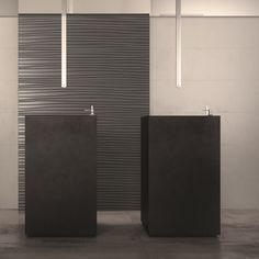 Perfetta scala cromatica in questo ambiente dove a #parete ci sono DO UP TOUCH Base Grey Matt e il tridimensionale Feel Antracite Matt, a #pavimento INTERNO 9 Silver, tutto #abkemozioni. #ceramic #tiles #floor #wall #gres #porcellanato #3D #homedesign