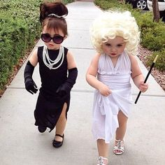21 Halloween Costumes for Sisters Toddler Halloween Costumes so cute. Halloween Costumes For Sisters, Halloween Kostüm Baby, Cute Baby Costumes, Funny Baby Halloween Costumes, Halloween Costumes Brunette, Marilyn Monroe Halloween Costume, Halloween Costumes For Babies, Mother Daughter Halloween Costumes, Black Dress Halloween Costume