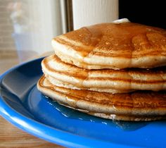 Low Carb Fluffy Pancakes I eat a small serving of two flapjacks as an accompaniment dish to my standard breakfast of scrambled eggs and nitrate-free bacon, not as a main meal. 3 net Carbs for 2 pancakes