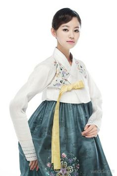 Korean Hanbok. I'm gonna be wearing one of these on Halloween.