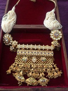 Rajasthani Tewta in Kundan work - fashion and jewelry, silver fashion jewellery, jewelry events *ad Silver Jewellery Indian, Indian Wedding Jewelry, Indian Jewellery Design, Royal Jewelry, Silver Jewelry, Jewelry Design, Bridal Jewellery, Silver Ring, Gold Jewellery