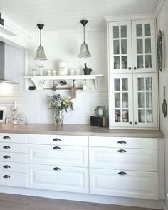 Ikea Bodbyn Kitchen, White Ikea Kitchen, Ikea Kitchen Cabinets, Country Kitchen, Kitchen Dining, Kitchen Decor, Very Small Kitchen Design, Modern Bedroom Decor, Shaker Kitchen