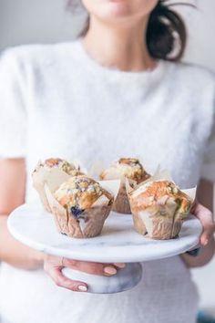Muffins aux myrtilles façon crumble muffins à la pâte de crumble ultra moelleux base gâteau au yaourt recettes des muffins aux myrtilles