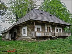 MUZEUL SATULUI BUCOVINEAN SUCEAVA Casa Cacica Traditional House, Shed, Farmhouse, Outdoor Structures, House Styles, Home Decor, Houses, Decoration Home, Room Decor