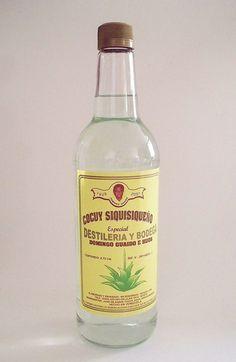 Cocuy, bebida alcohólica de tradición.   El licor de Cocuy es una bebida obtenida de la penca de Agave cocuy, cultivada y procesada especialmente en los estados Lara y Falcón de Venezuela.