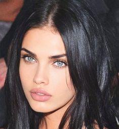 Black Hair Green Eyes, Dark Hair Blue Eyes, Brunette Blue Eyes, Girl With Green Eyes, Pretty Brunette, Girls With Black Hair, Brunette Woman, Brunette Beauty, Green Hair