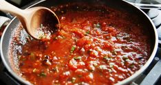 Make these batch cooking recipes at the start of the week + you'll have delicious rollover meals in the fridge and freezer to serve your family for days. Easy Tomato Sauce, Tomato Sauce Recipe, Homemade Tomato Sauce, Batch Cooking, Cooking Recipes, Healthy Homemade Pizza, Marinara Recipe, Lidia Bastianich, Spaghetti