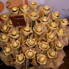 My favourite chocolates - A Ferrero Rocher bouquet. Flower Bouquet Diy, Candy Bouquet, Diy Flowers, Paper Flowers, Wedding Favors, Wedding Gifts, Wedding Decorations, Ferrero Rocher Bouquet, Chocolate Flowers Bouquet