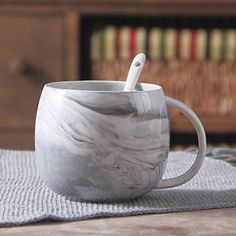 Nordic Style Marble Ceramic Mug With Spoon and Lid Soup Cup Mug For Home Or Office Handy Gift for Tea Coffee Drinkers And Big Mug Lovers Porcelain Mugs, Ceramic Mugs, Big Coffee Mugs, Unique Coffee Mugs, Coffee Time, Nordic Sofa, Balloon Dog Sculpture, Hanging Candle Lanterns, Marble Mugs