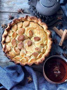 La masa y el relleno de manzana de esta tarta y el toque de las  especias la hace única Apple Pie, Sweets, Desserts, Food, Future, Coffee, Gourmet, Sweet Pastries, Homemade Pop Tarts