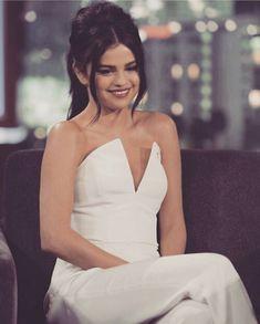 125 вподобань, 2 коментарів – L U X U M E® (@luxu_me) в Instagram: «Selena . . . . . . . . . .#fashion #model #dress #sweet #clothes #dior #fashionblogger #body…»