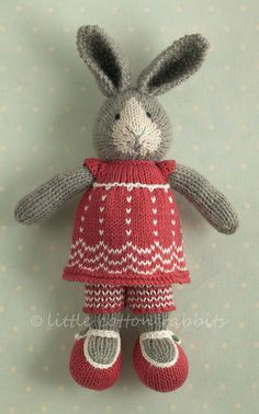 little cotton rabbits. Hand made Julie. Knitting For Kids, Knitting Projects, Baby Knitting, Crochet Projects, Knitting Patterns, Felt Patterns, Knitted Bunnies, Knitted Animals, Knitted Dolls