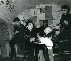 Одно из самых ранних фото The Beatles выставили на торги http://muzgazeta.com/rock/201431005/odno-iz-samyx-rannix-foto-the-beatles-vystavili-na-torgi.html