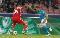 Emanuele Giaccherini (R) of Napoli competes for the ball with Andrè Almeida of Benfica during the UEFA Champions League match between SSC Napoli and Benfica at Stadio San Paolo on September 28, 2016 in Naples, .