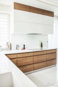 Kitchen decor and kitchen ideas for all of your dream kitchen needs. Modern kitchen inspiration at its finest. Kitchen Room Design, Modern Kitchen Design, Interior Design Living Room, Kitchen Decor, Kitchen Layout, Kitchen Ideas, Minimalist Kitchen, Küchen Design, Kitchen Living